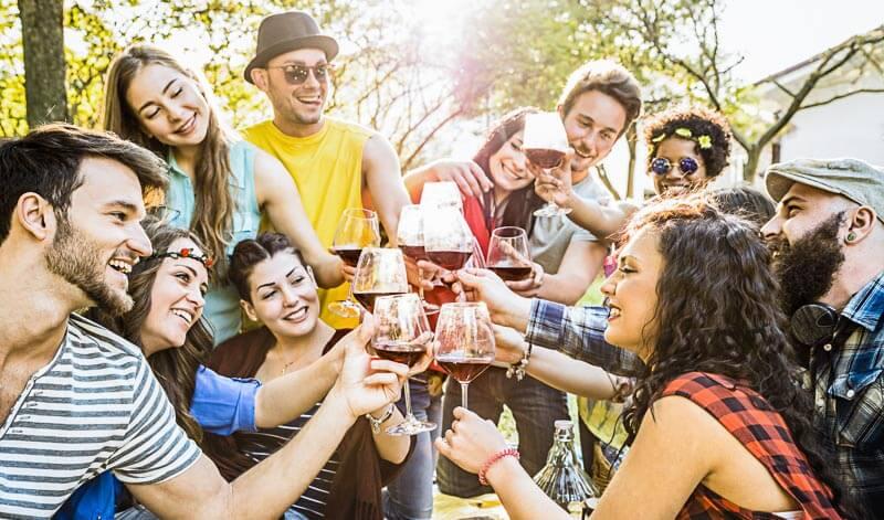 Wir haben die besten Getränke-Empfehlungen für deine Gartenparty gesammelt