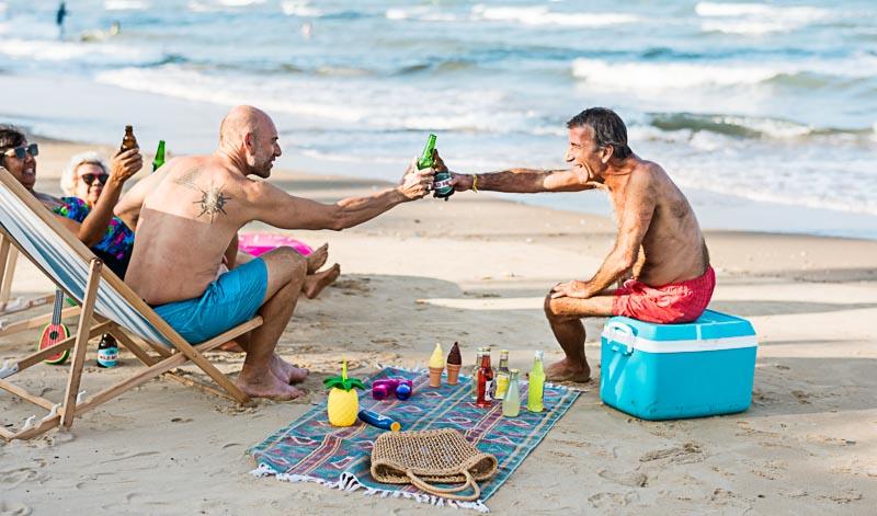 Die richtige Menge an Getränken für eine Party im Freien zu finden, ist gar nicht so leicht. Doch es gibt ein paar Richtwerte, an denen man sich orientieren kann
