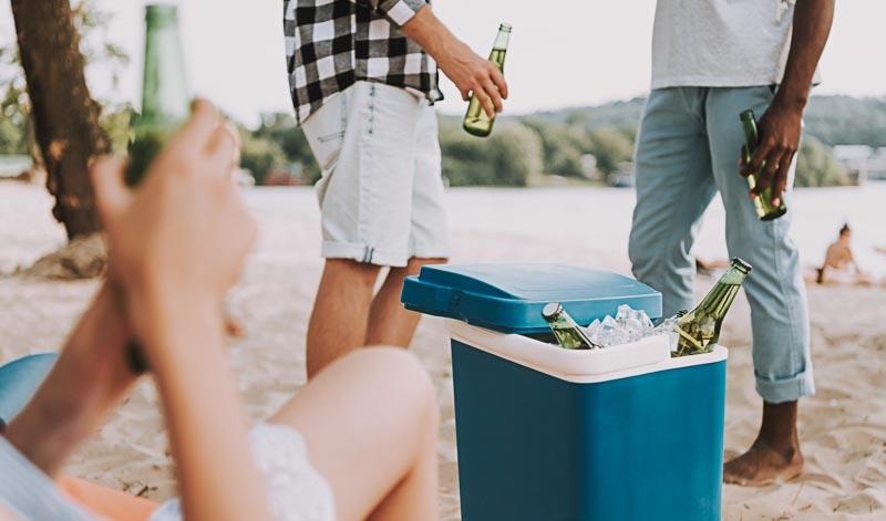 Kühle Getränke auf der Gartenparty gibt es zum Glück auch ohne Kühlschrank