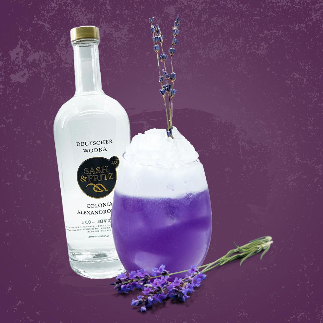 Diese Farbe kann nur Lavendel! Der lila LaVodka Cocktail mit Lavendelsirup