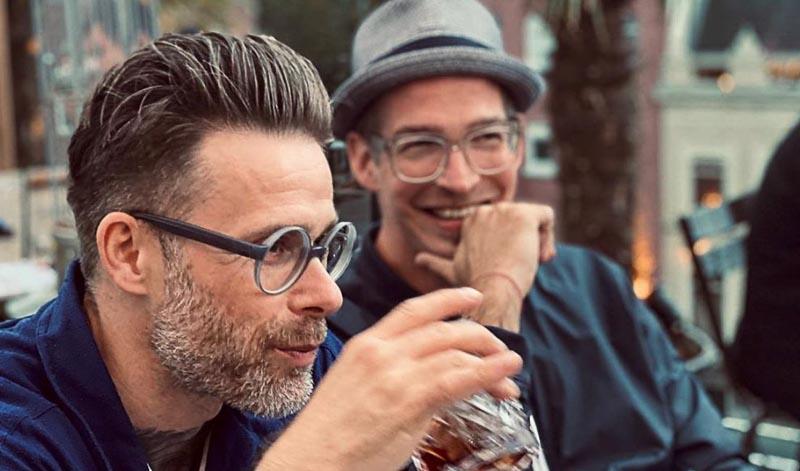Die kreativen Köpfe hinter dem Niemand Gin: Torben Paradiek und Sebastian Maria Otto