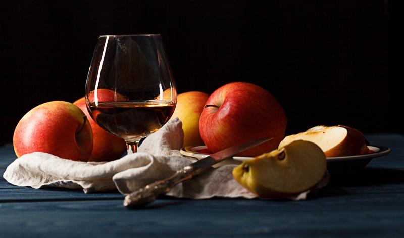 Calvados trinkt man am besten aus einem Nosing-Glas