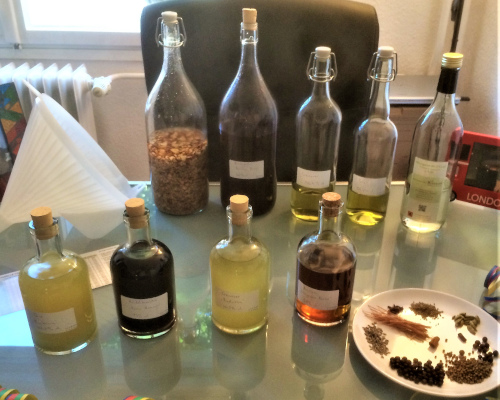 Selbstgemachte Spirituosen von Yascha von Honest & Rare
