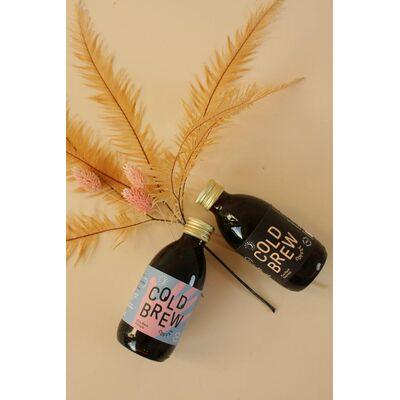 Kaffee für unterwegs - 6x Cold Brew Coffee (3x Pure Black Ethiopia + 3x Pure Black Colombia) Beauty Shot
