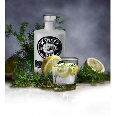 Marder Gin Beauty Shot